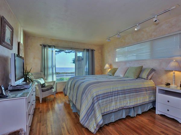 Santa Cruz Vacation Rental - 1600 West Cliff - Bedroom 1