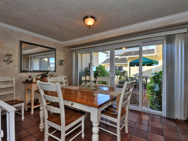 Santa Cruz Vacation Rental - 1600 West Cliff - Dining area