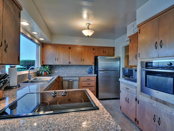 Santa Cruz Vacation Rental - 1600 West Cliff - Kitchen